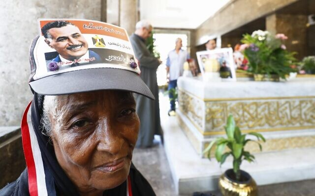 Egyptians visit the tomb of Egypt's late president Gamal Abdel Nasser at his mausoleum in Cairo on September 28, 2020. (Khaled DESOUKI / AFP)