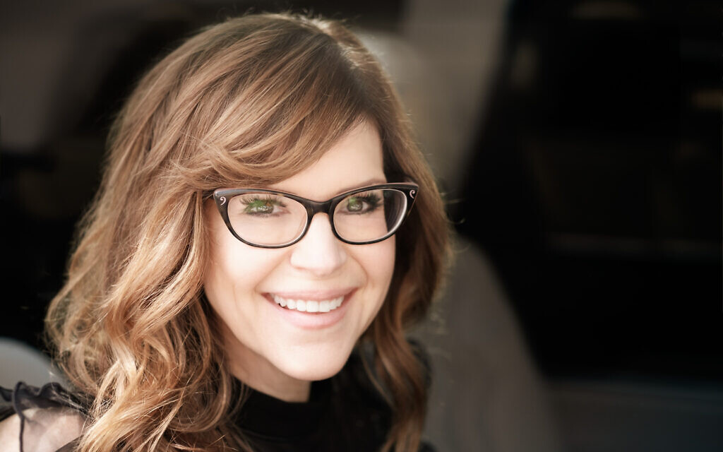 Singer, songwriter, actor and author Lisa Loeb in 2019. (Juan Patino Photography)