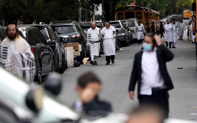 People return from a prayer service in Borough Park on Yom Kippur, September 28, 2020 in New York City (Spencer Platt/Getty Images/AFP)