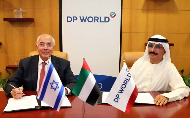 Shlomi Fogel, owner of Israeli shipping firm DoverTower (L) and Sultan Ahmed bin Sulayem, chairman and CEO of Dubai's DP World, sign memorandum of understandings on bidding for the privatization of Haifa port, September 16, 2020. (Robbins Steinmetz PR/courtesy)
