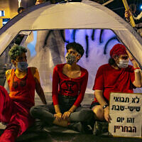 Israelis protest against Prime Minister Benjamin Netanyahu outside his official residence in Jerusalem, September 20, 2020. (Olivier Fitoussi/Flash90)