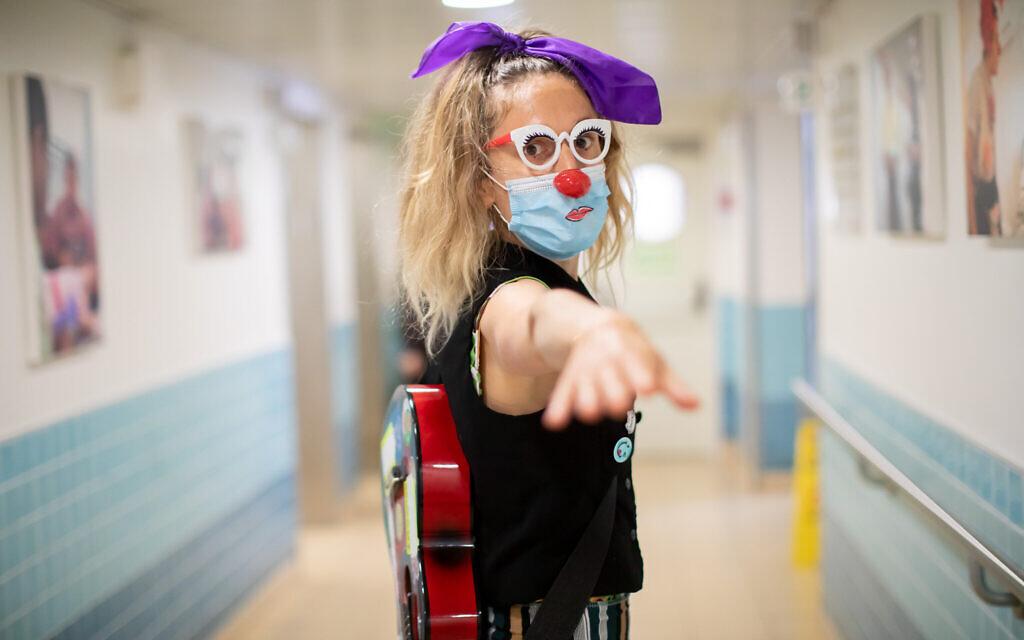 A medical clown at Haifa's Bnai Zion Medical Center during the 2020 coronavirus (Courtesy Micha Brikman)