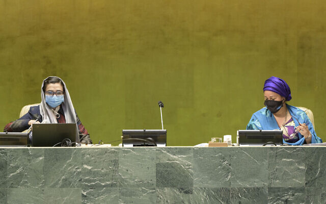 Adela Raz (left), Vice-President of the 75th session of the General Assembly and Permanent Representative of the Islamic Republic of Afghanistan to the United Nations,and Deputy Secretary-General Amina Mohammed at the UN General Assembly's 75th session on September 22, 2020. (UN Photo/Manuel Elías)