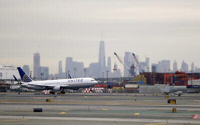 A United Airlines jet prepares touches down at Newark Liberty International Airport  on Jan. 23, 2019, in Newark, N.J. (AP Photo/Julio Cortez)