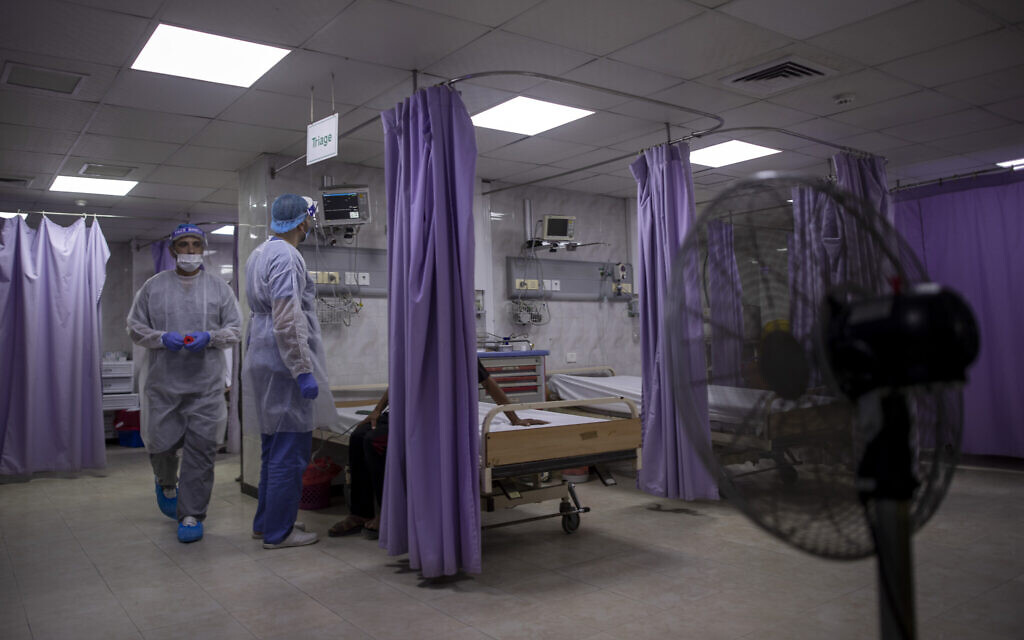 Palestinian doctors treat patients at the emergency room of the al-Quds Hospital in Gaza City, September 7, 2020. (Khalil Hamra/AP)