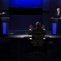 Moderator Chris Wallace of Fox News, center, gesturing during the first presidential debate between US President Donald Trump, left, and Democratic presidential candidate former US Vice President Joe Biden, right, September 29, 2020, at Case Western University and Cleveland Clinic, in Cleveland, Ohio. (AP/Patrick Semansky)