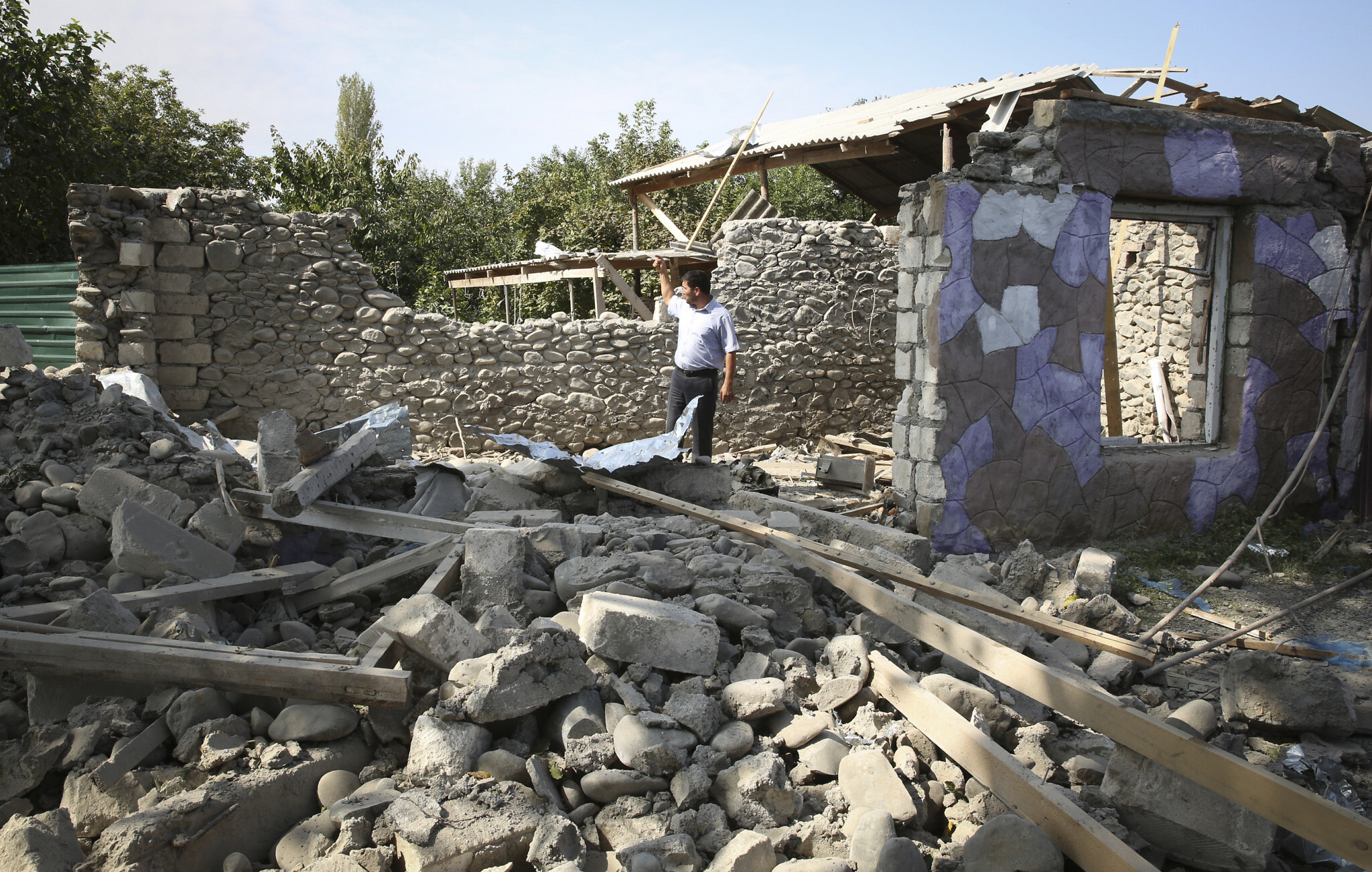 Tensions mount as Armenia and Azerbaijan continue fighting