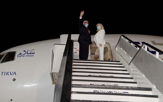 Prime Minister Benjamin Netanyahu and his wife Sara board the plane to Washington, DC, late on September 13, 2020, to sign normalization agreements at a White House ceremony with the United Arab Emirates and Bahrain. (Avi Ohayon / GPO)