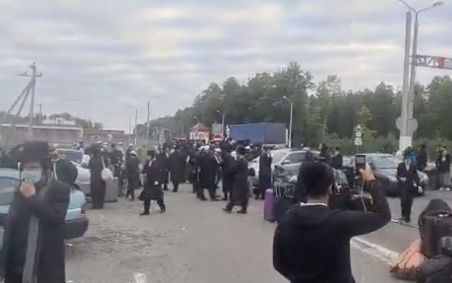 Jewish New Year pilgrims spark Ukraine border block