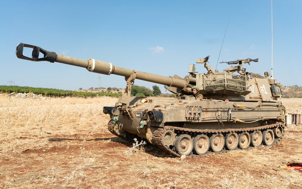 An IDF mobile howitzer stands at the ready near the Lebanese border (Israel Defense Forces)