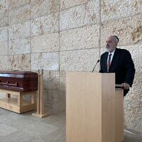 David Jacobson speaks at the funeral for Beth Salamensky sponsored by the Gomle Fund, in Chicago, July 2, 2020. (Silvio Ribeiro)