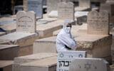 Illustrative photo of Har HaMenuchot cemetery in Jerusalem on April 13, 2020. (Yonatan Sindel/Flash90)