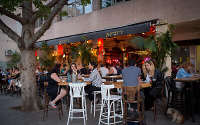 Israelis enjoy sitting at a bar in Tel Aviv on June 9, 2020. (Miriam Alster/Flash90)