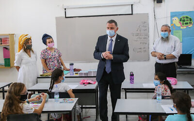 Health MInister Yuli Edelstein, center,  visits students on the first day of school at Chen Nerya school, in Alon Shvut, on September 1, 2020. (Gershon Elinson/Flash90)