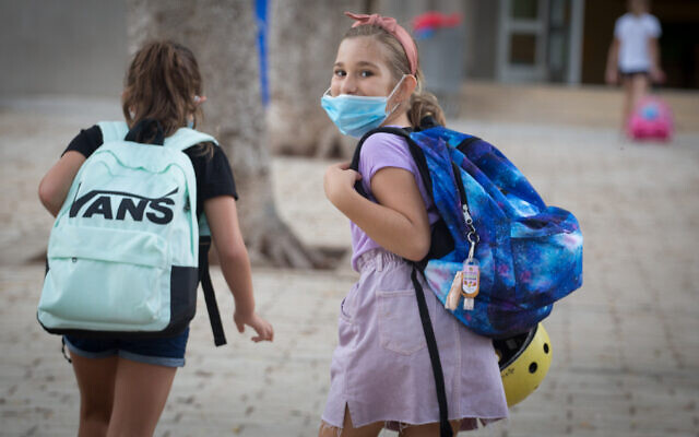 Young Israeli students on their first day back at school, at Gavrieli school, in Tel Aviv, September 01, 2020 (Miriam Alster/Flash90)