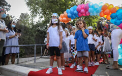 Jerusalem's mayor meets with young Israeli twins going into first grade at a school in Jerusalem on September 1, 2020 (Noam Revkin Fenton/Flash90)