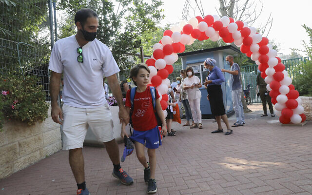 Israeli kids arrive for the start of the new school year in Jerusalem, September 1, 2020(Yossi Zamir/Flash90)