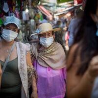Israelis wear protective face masks in Tel Aviv on September 2, 2020. (Miriam Alster/Flash90)