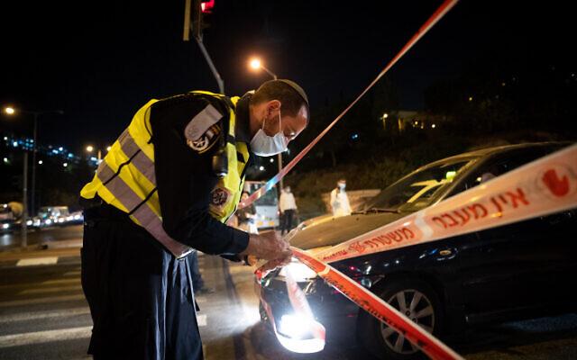 Israeli police seen at the entrance to the neighborhood of Ramot in Jerusalem as Israel enforces a night curfew on September 8, 2020. (Yonatan Sindel/Flash90)