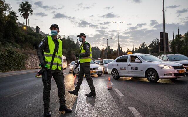 Israeli police seen at the entrance to the neighborhood of Ramot in Jerusalem as Israel enforces a night curfew. September 9, 2020. (Yonatan Sindel/Flash90)
