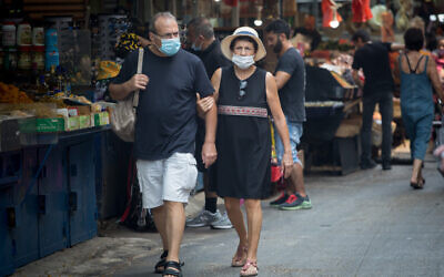 People wear protective face masks in Tel Aviv, September 10, 2020 (Miriam Alster/FLASH90)