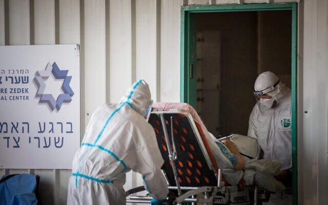 Magen David Adom workers wearing protective clothing outside the coronavirus unit at Shaare Zedek hospital in Jerusalem on September 10, 2020. (Yonatan Sindel/Flash90)