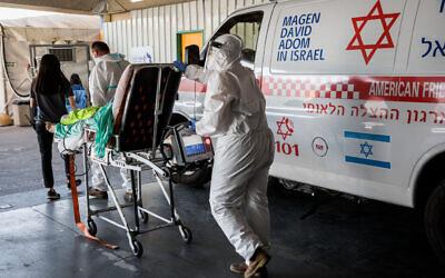 Magen David Adom medical workers wearing protective clothing outside the coronavirus unit at Shaare Zedek hospital in Jerusalem on September 14, 2020. (Nati Shohat/Flash90)