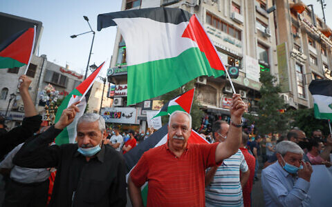 Palestinians protest against the peace agreement between Israel and the United Arab Emirates, in the West Bank city of Ramallah, 15 September 2020. (Flash90)