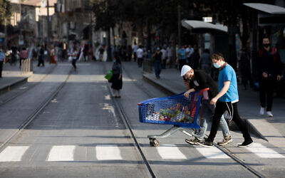 People with face masks on Jaffa street in Jerusalem on September 17, 2020 (Nati Shohat/Flash90)