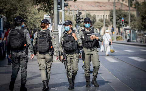 Border Police officers patrol at the Mahane Yehuda Market in Jerusalem on September 18, 2020, on the eve of the Jewish New Year (Yonatan Sindel/Flash90)
