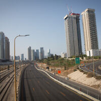 The empty Ayalon Highway in Tel Aviv, on September 20, 2020 (Miriam Alster/Flash90)
