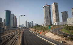 The empty Ayalon Highway in Tel Aviv, on September 20, 2020 amid the second coronavirus lockdown. (Miriam Alster/Flash90)