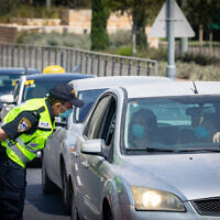 Police at a checkpoint in Jerusalem, on September 20, 2020. (Olivier Fitoussi/Flash90)
