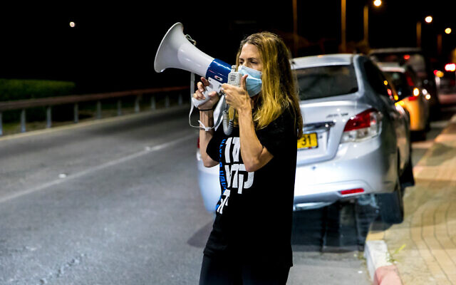 Israelis protest against Israeli PM Benjamin Netanyahu near his home in Caesarea, on September 26, 2020. (Anat Hermony/Flash90)