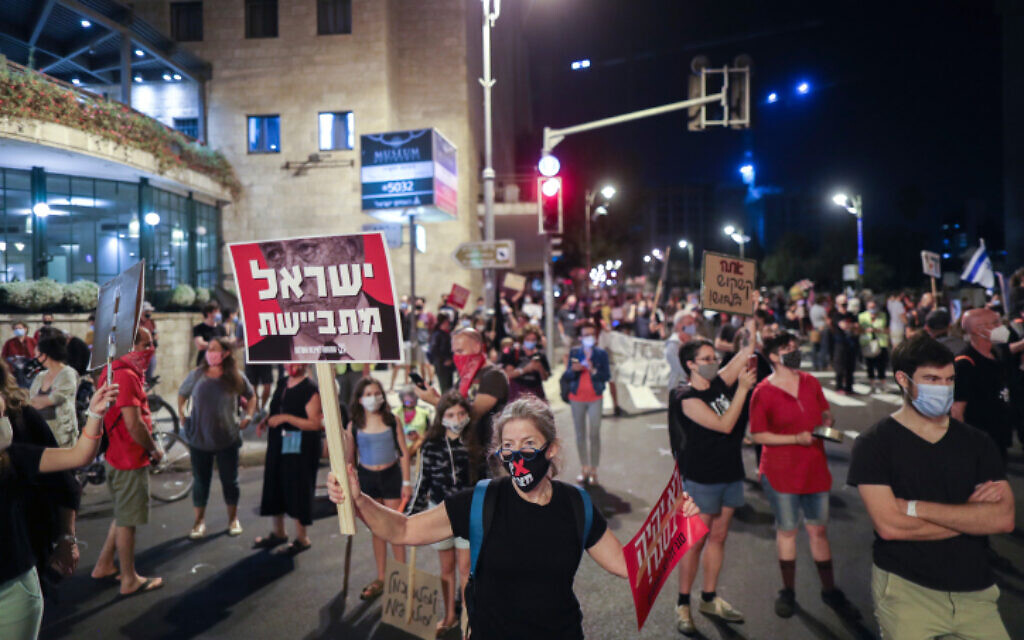 Israelis protest against the government in Jerusalem on September 26, 2020. (Yonatan Sindel/Flash90)