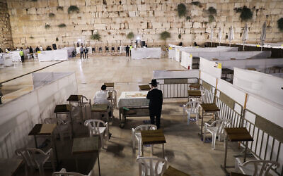 Jewish men pray for forgiveness (Selichot), at the Western Wall, in Jerusalem's Old City on September 26, 2020.(Yonatan Sindel/Flash90)
