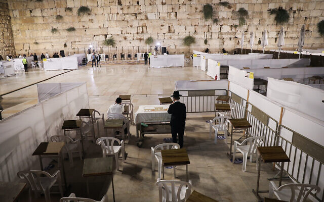 Jewish men pray for forgiveness (Selihot), at the Western Wall, in Jerusalem's Old City on September 26, 2020. (Yonatan Sindel/Flash90)