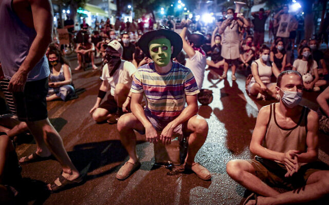 Protesters block a road as they demonstrate against Prime Minister Benjamin Netanyahu in Tel Aviv on September 30, 2020. (Miriam Alster/Flash90)
