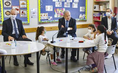 Prime Minister Benjamin Netanyahu (C) and Education Minister Yoav Gallant (L) visit Israeli kids on their first day of school in the Mevo Horon settlement on September 1, 2020. (Marc Israel Sellem/POOL)