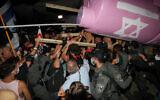 Police clash with anti-Netanyahu demonstrators during a march in Jerusalem, on September 5, 2020. (Yonatan Sindel/Flash90)