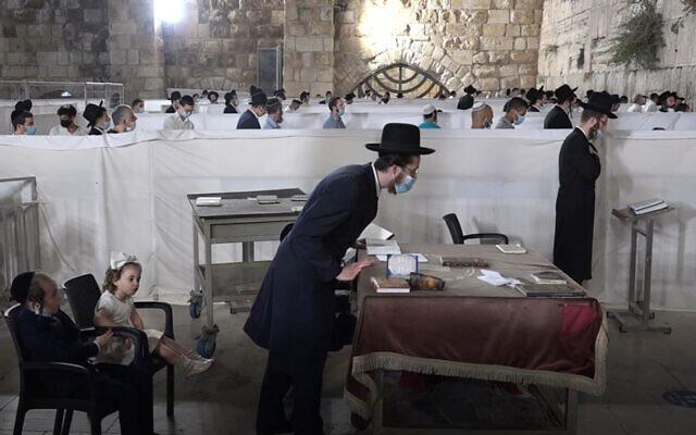 In the men's section at Jerusalem's Western Wall, September 2020 (Ricki Rosen/Times of Israel)