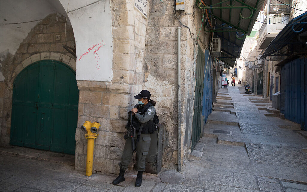 Police pull infected worshiper from Jerusalem synagogue