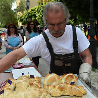 Hungarian Jews bake challah in front of the Obuda Synagogue in Budapest in 2018. (Zsolt Demecs/Courtesy of EMIH via JTA)