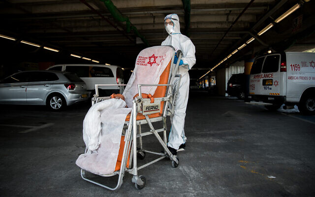 A Magen David Adom worker wearing protective clothing outside the coronavirus unit at Shaare Zedek hospital in Jerusalem on September 24, 2020. (Yonatan Sindel/Flash90)