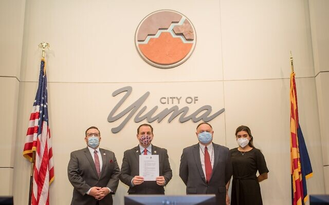 Mayor of Yuma Douglas Nicholls, second to the left, in Arizona and Ramat Hanegev Regional Council sign accord to share expertise in a variety of strategic sectors; Sept. 16, 2020 (Courtesy Yuma)