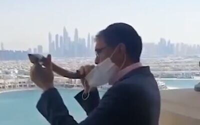 Yehuda Sarna, Chief Rabbi of the United Arab Emirates, blows the shofar in Dubai, September 18, 2020 (video screenshot)