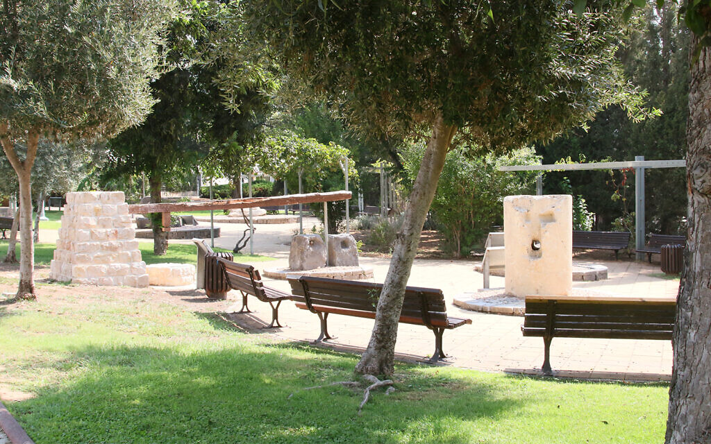 A small park at Had Hasharon's archaeological garden features benches, trees, plants and flowers. (Shmuel Bar-Am)
