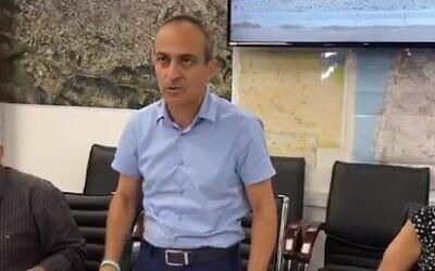 Coronavirus czar Ronni Gamzu at a meeting with local Arab leaders in Daliat el-Carmel, September 5, 2020 (Screen grab/Kan)