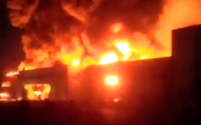 A fire breaks out in a factory outside of Tehran, Iran on September 22, 2020. (Screencapture/Twitter)