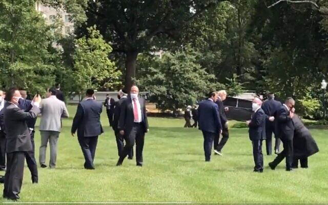 Jewish participants in the Abraham Accords ceremony gather for prayer on the White House lawn, September 15, 2020 (Twitter screenshot)